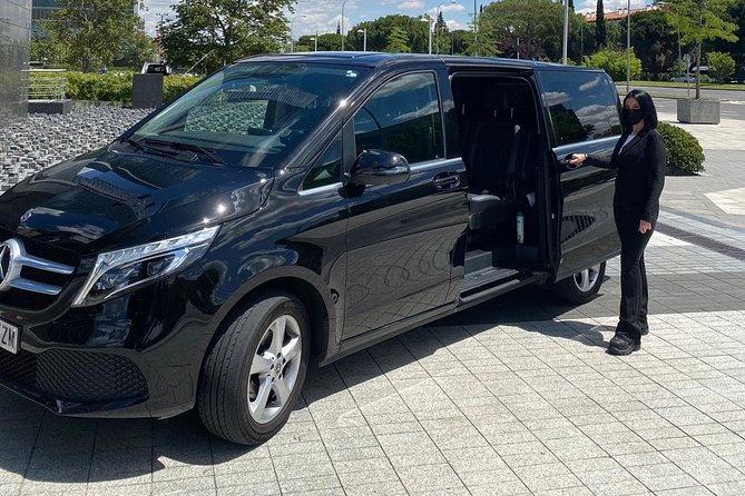 Private arrival OR departure transfer in Krakow (hotel OR airport pick-up)