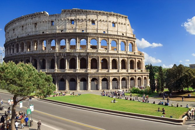 Private Tour of Colosseum and Ancient Rome with Gladiator Entrance
