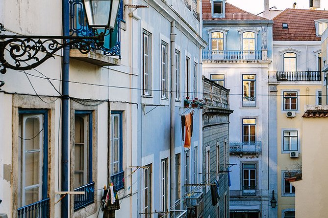Lisbon: Private Guided Electric Tuk Tuk Tour with Tastings