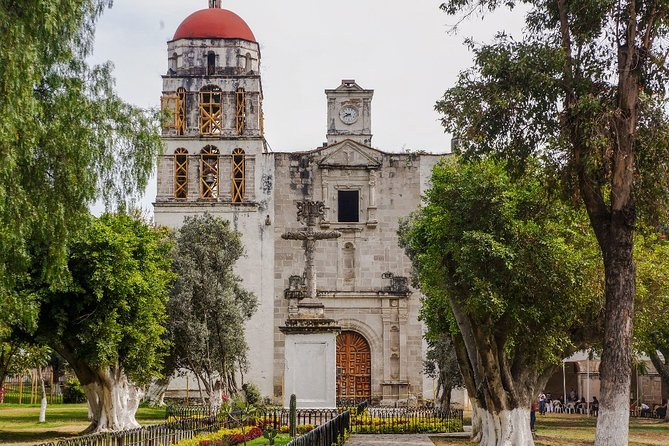 Ruins and sanctuaries. Malinalco and Chalma