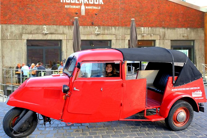 Exclusive classic car tour through the posh districts on the Alster