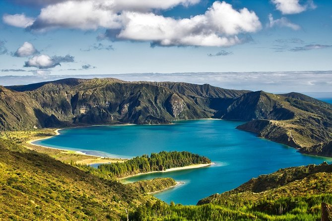 Explore the breathtaking nature of São Miguel island on private tour