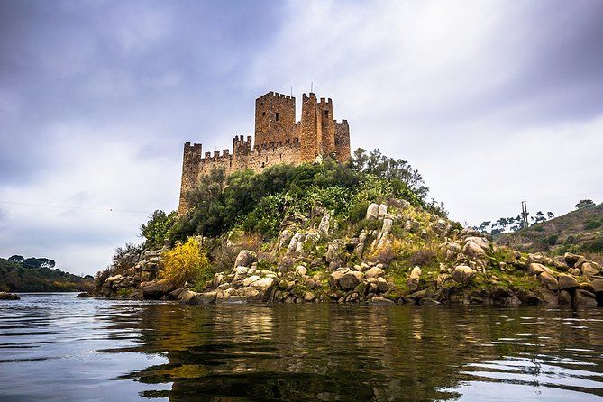 Lisbon: Tomar & Almourol Castle Private Tour Full Day