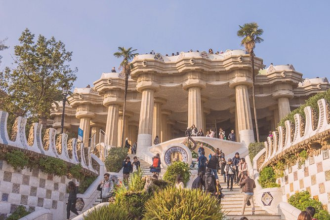 Gaudi Park Güell Official Guided Tour (Bus Ticket Included)