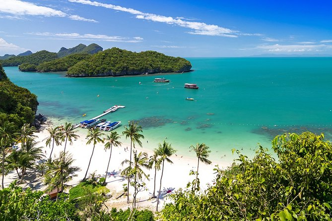 Snorkeling and Kayaking Tour at Angthong Marine Park by Speedboat from Koh Samui