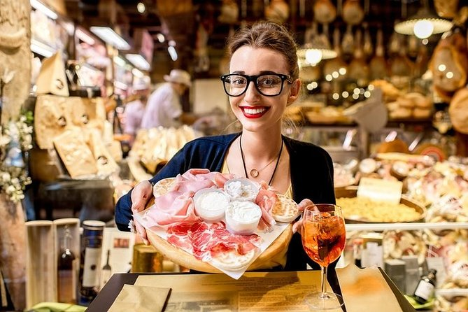 Private walking and foodie tour of Bologna