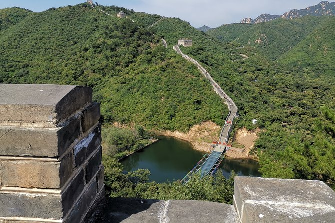 All-inclusive Layover Tour to Lakeside View Huanghuacheng Great Wall with Lunch