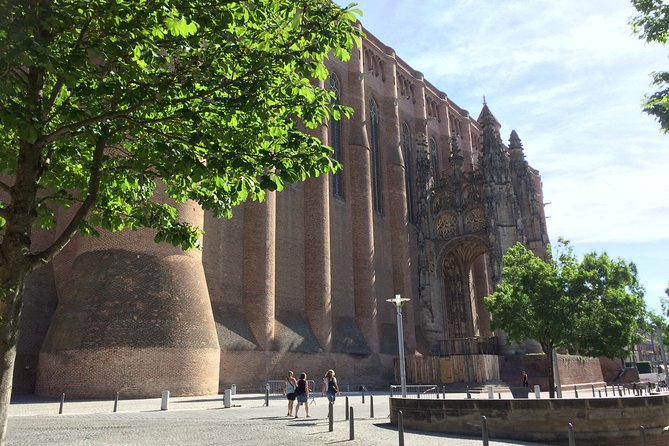 Day tour to Albi & Cordes sur Ciel. Shared tour from Toulouse.