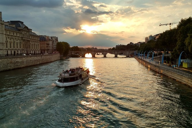 Paris : Seine River Cruise with Breakfast on Champs-Elysees Avenue
