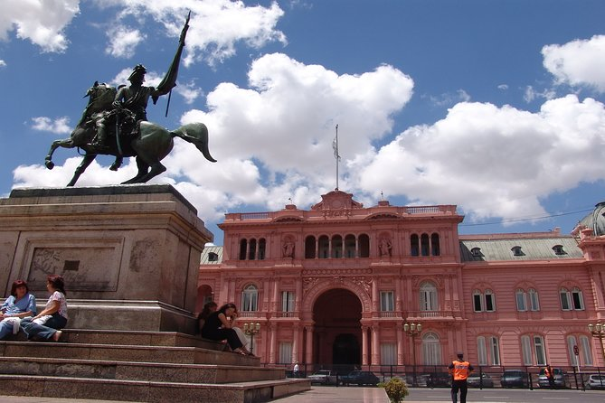 Half Day Walking Tour Discovering Plaza de Mayo and San Telmo