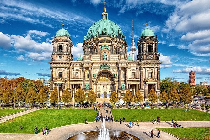 Private 4-hour walking tour of Berlin with official tour guide