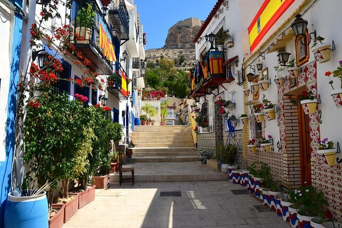 Explore the old city center of Alicante private walking tour
