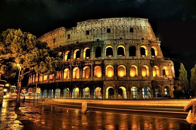 Private city tour by night in Rome with Driver and Guide including aperitivo