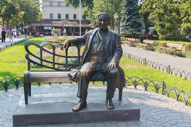 bench with a famous singer L. Utesov