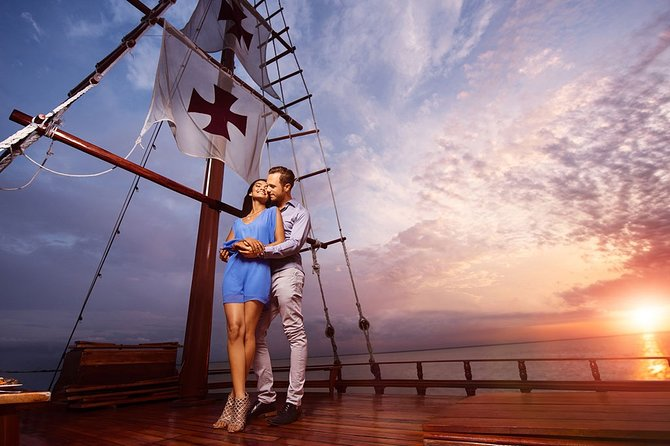 Live a Romantic Night Cruise Dinner at COLUMBUS (open bar included)