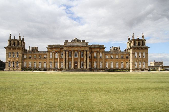 Private Blenheim Palace, the birthplace of Winston Churchill, Tour from London.