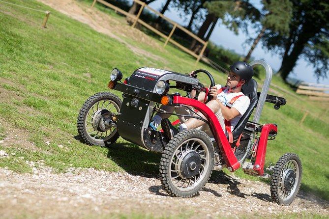 Driving an electric swincar on an all-terrain circuit