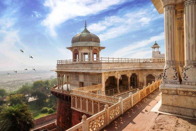 Taj Mahal Agra Tour From Delhi by AC Car- Including Lunch
