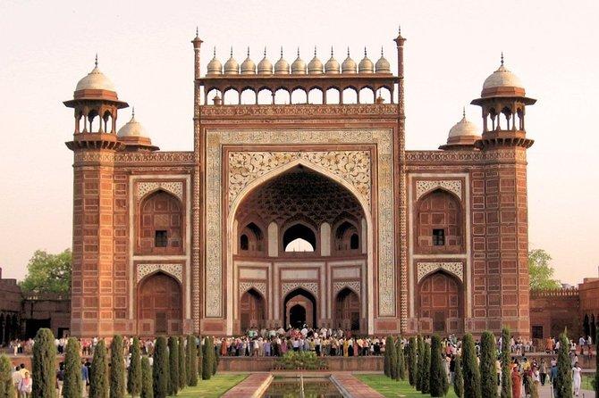 Private Sunrise Taj Mahal Tour by AC Car from Delhi- All Inclusive