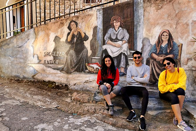 4x4 tour in Barbagia: Murals and typical lunch in the woods of Orgosolo by the shepherd