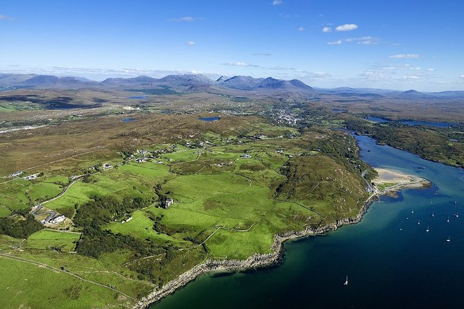 Hike in Connemara National Park. Galway. Guided. 3 hours.