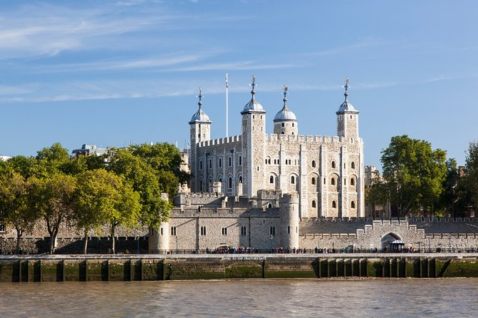 Easy Access Tower of London & Crown Jewels with Thames River Walk
