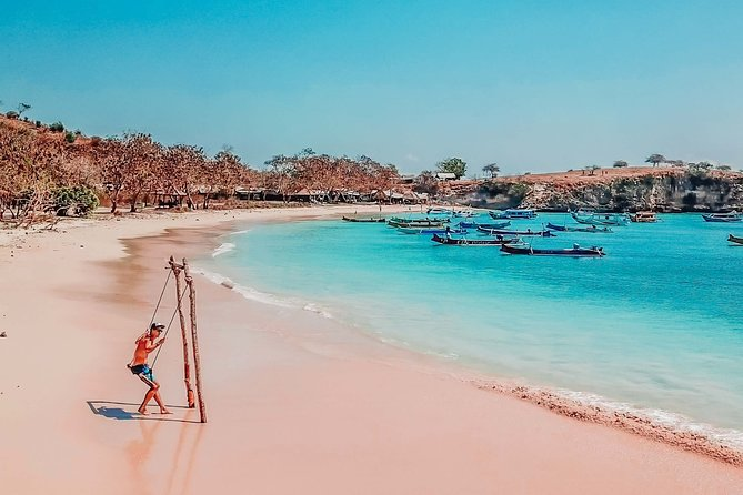 Pink Beach and Southeast Gili Islands Private Tour – Full Day
