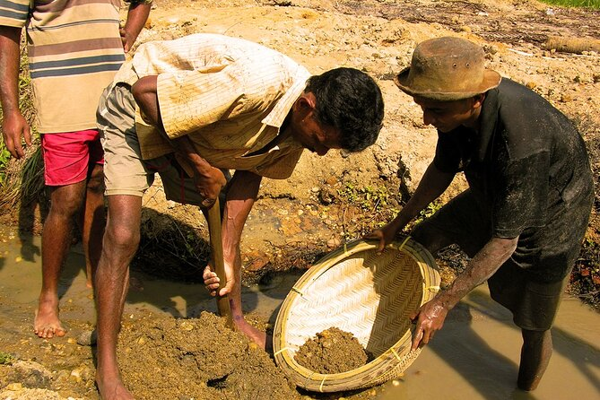 Explore Gem Mines in Rathnapura from Kalutara