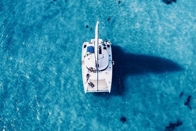 Enjoy a Catamaran tour to Isla Mujeres with all included from Cancun best price!