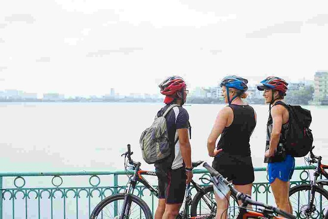 3-hours bicycle tour around Hanoi from early morning