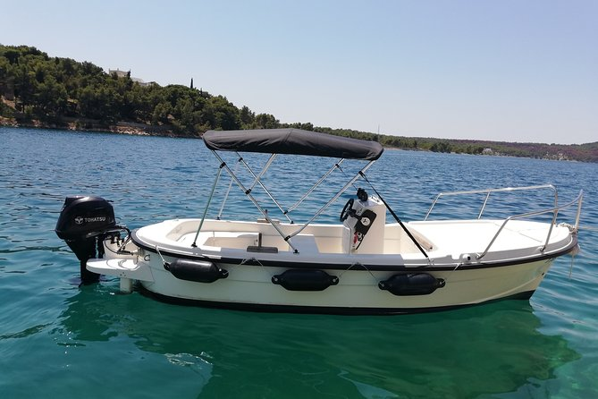 Explore the west coast of the island of Brač by BETINA boat
