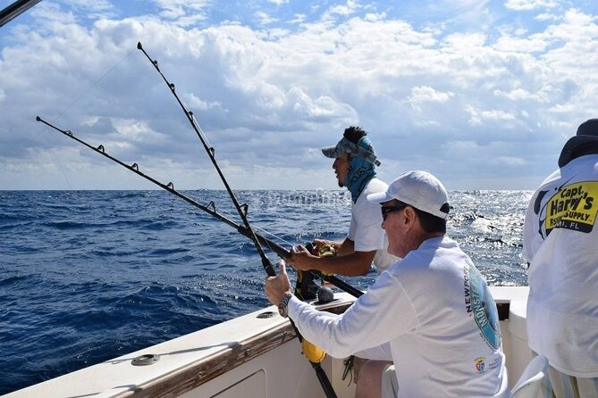 ENJOY an PRIVATE SPORT FISHING with Drinks, Boat & Fishing Equipment