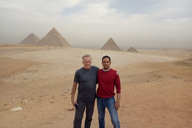 Cairo : Private Guided Tour to Giza Pyramids & Sphinx and Egyptian Museum