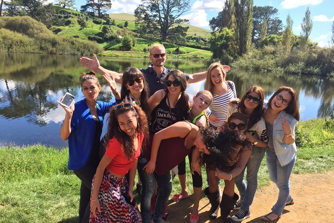 Round-Trip Private Transfer from Auckland to Hobbiton and Waitomo Caves