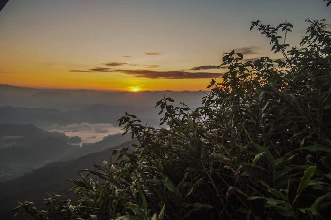 Overnight Adams Peak Hike For Adrenaline Junkies