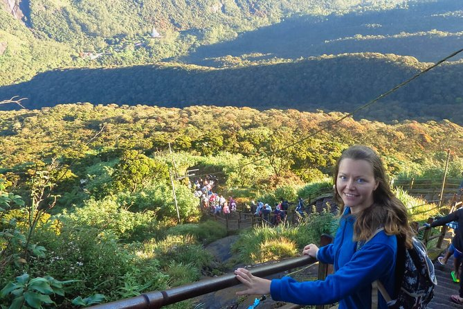 Overnight Adams Peak Hike For Adrenaline Junkies