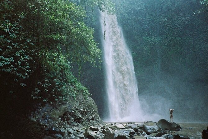 Private Tours-Nungnung waterfall-Twin Lake-Beratan Temple-Lunch