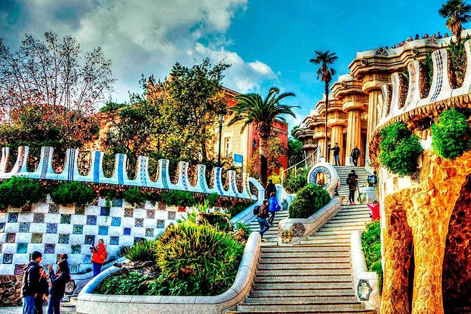 Private Tour of Sagrada Familia and Parc Guell and Gaudi Houses
