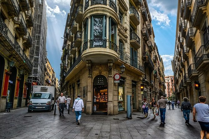 Private Walking Tour Across Gothic Quarter
