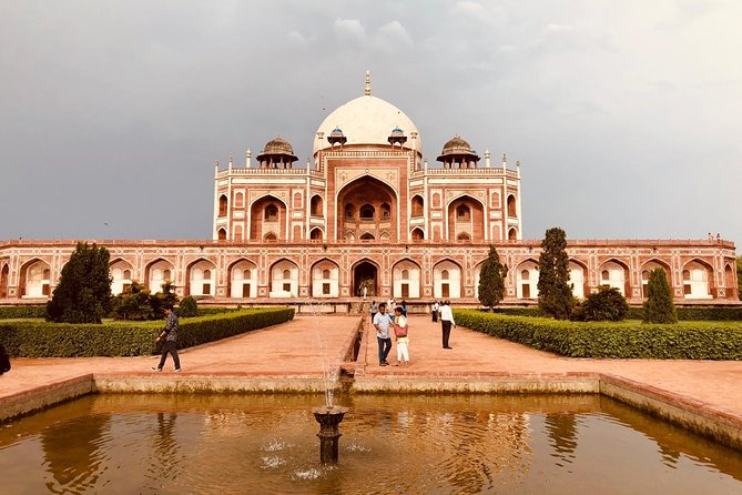 Private Old and New Delhi Tour in 8 Hours with Entrances
