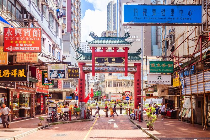 Ladies Market and Temple Street Night Market Private Tour – 2 Hours