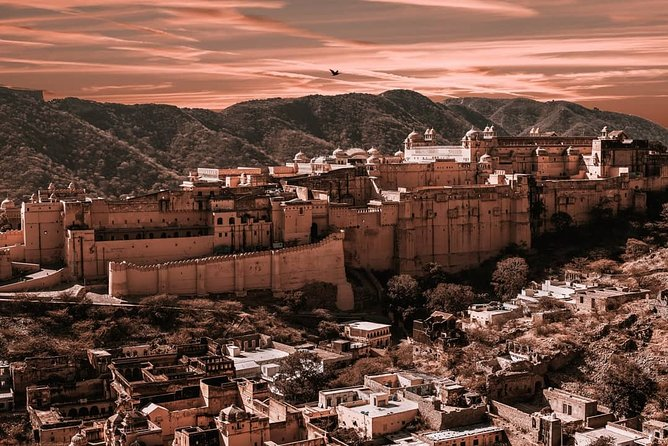 Iconic forts of Jaipur with a visit to handicraft emporium
