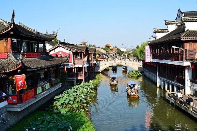 Qibao Water Water Town Private Day Tour with Amazing Shanghai City Highlights