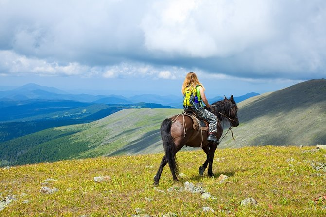 15-Day Altai Mountains Horse Riding Tour from Moscow