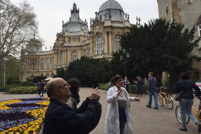 Private walking tour in Budapest's Pest side!