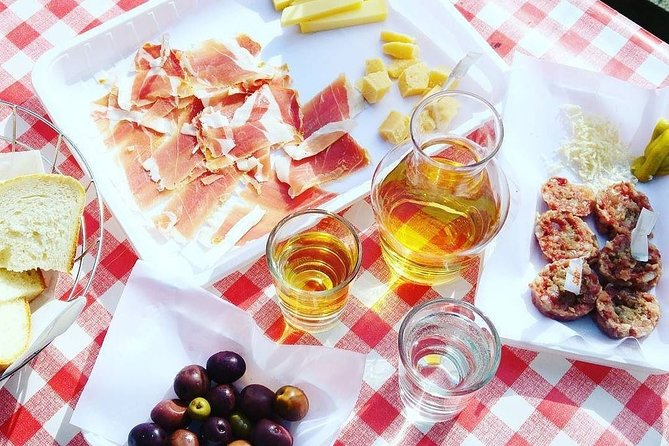 Food and Wine tasting experience in Trieste traditional farmhouse Osmiza
