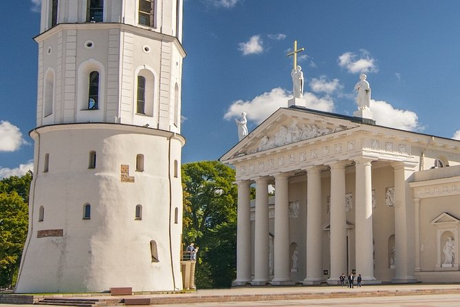 The old town of Vilnius: An audio tour from Cathedral Square to the Gate of Dawn