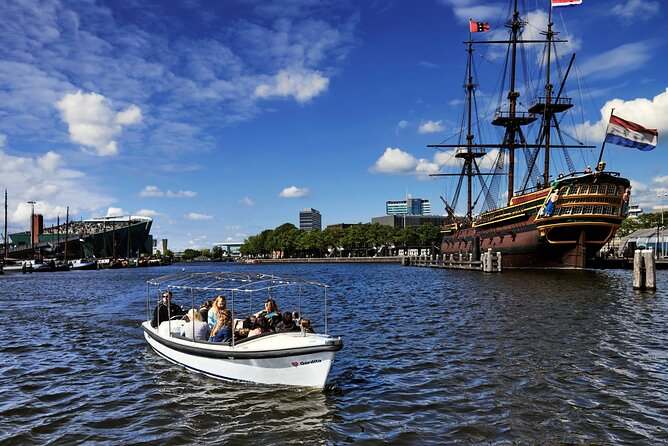 Private family tour through the small canals of Amsterdam