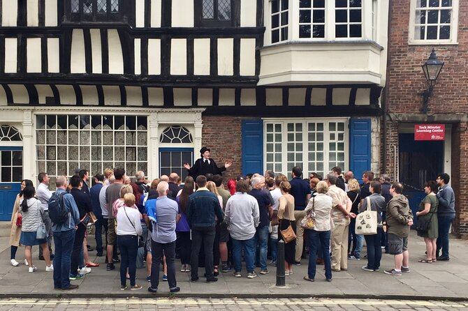 Guided walk by The Ghost Hunt of York: Outstanding entertainment