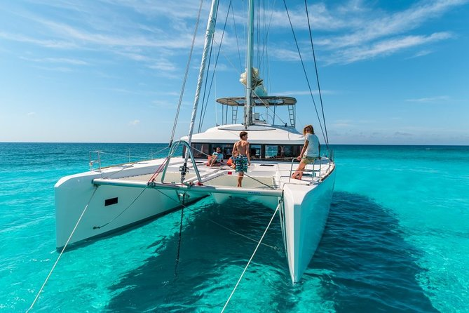 Complete Catamaran tour to Isla Mujeres from Cancun (Transportation included)